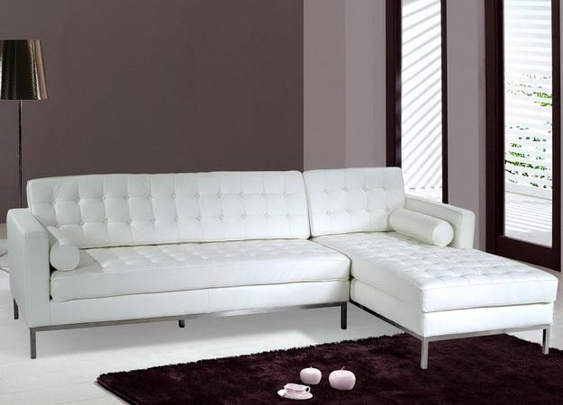 диван из белой кожи