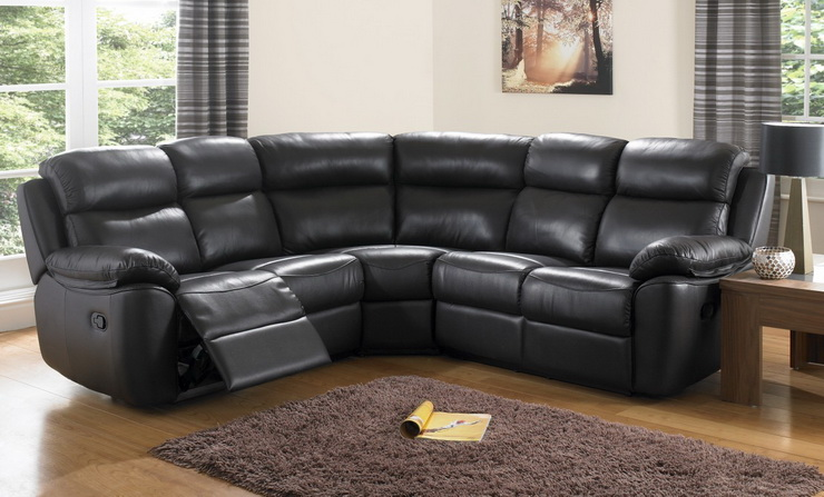 диван из черной кожи